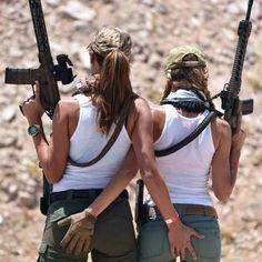 Lesbo gun clappers