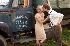 This sunflower/farm engagement shoot is so beautiful- click for all the pics.     Photography By / thestudionouveau.com
