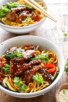 healthy stir fry Fast, easy-to-make & SUPER delicious Spicy Soy & Sesame Chicken Noodles. Ready in 20 minutes, this simple stir fry is the perfect healthy weeknight dinner. Oven Roasted Cherry Tomatoes, Roasted Capsicum, Chicken Stir Fry With Noodles, Asian Noodles, Vegetable Recipes, Chicken Recipes, Baked Chicken, Healthy Noodle Recipes, Chicken Freezer