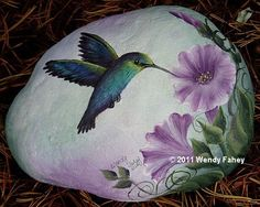 Rock painting ideas: Roundup of 30 painting ideas for kids and adults. Pebble Painting, Pebble Art, Stone Painting, Stone Crafts, Rock Crafts, Art Rupestre, Art Pierre, Hummingbird Painting, Hand Painted Rocks