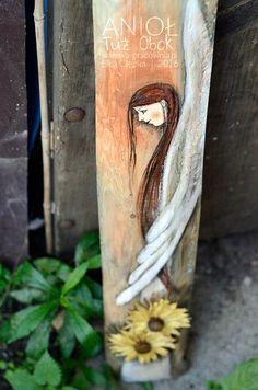 """""""Anioł Tuż Obok"""" to Anioł Stróż, który będzie towarzyszył Ci w każdym momencie i na każdym kroku. Zawsze będzie… tuż obok…! Anioł jest w nowej formule z przestrzennymi kwiatkami. Angel Paintings, Group Art, Guardian Angels, Folk Art, Sculptures, Angeles, Boards, Girls, Angels"""