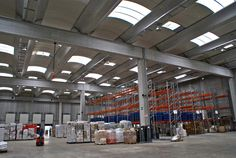 L'azienda dispone di ampi magazzini per lo stoccaggio della merce situati in due aree strategiche per lo smistamento in Italia ed in Europa.
