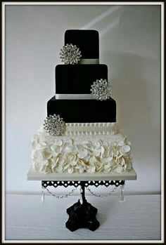 LOVE everything about this cake and the cake stand! Black and white Wedding cake