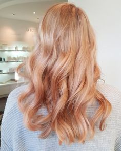 24 ideas very light strawberry blonde hair 2020 Strawberry Blonde Highlights, Strawberry Blonde Hair Color, Rose Blonde Hair, Stawberry Blonde, Copper Blonde Hair, Blonde Braids, Blonde Color Hair, Strawberry Blonde Hairstyles, Blonde Hair Lowlights