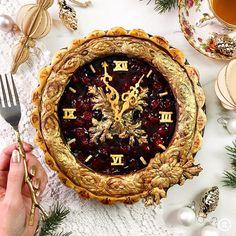 25 Incredible-Looking Pop Culture-Inspired Pies Including A Festive Baby Yoda Pie Crust Designs, Pies Art, Pie In The Sky, Sweet Pie, No Bake Pies, Noel Christmas, Just Desserts, Food Art, Sweet Treats