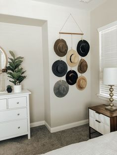 Awesome smart home decor advice detail are offered on our internet site. look at this and you wont be sorry you did. Cheap Home Decor, Diy Home Decor, Hat Display, Display Ideas, Creation Deco, Cool Rooms, My New Room, Home Remodeling, Sweet Home