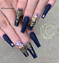 Many women like rhinestone nail art designs because rhinestones are a symbol of luxury. Rhinestones shine brightly in the sun and attract people's attention. Long coffin nails are very suitable for rhinestone inlays because they are long enough for Glam Nails, Dope Nails, Bling Nails, My Nails, Beauty Nails, Gorgeous Nails, Perfect Nails, Pretty Nails, Nail Swag