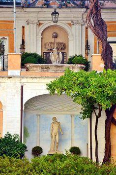 Foto di Stefano Durastante. Cortile del palazzo Torlonia.Via Bocca di Leone.