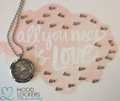 De love Moodie is terug op voorraad!  www.moodlockers.nl Moodlockers, jouw persoonlijke sieraad waarvan je de inhoud kunt wisselen. Open je locker, wissel je moodies, en laat zien waar jij voor staat!