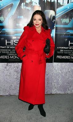 2011.03.22 Joan arrived at the premiere of the HBO documentary ´His Way´ at Paramount Studios in Hollywood.