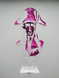 Portrait de Bonaparte pendant ses premières campagnes, par le designer plasticien Clément Calaciura. Sculpture en buste constituée d'une structure d'acier et de toile.