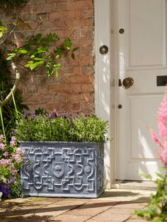 The RHS Heritage Range of Garden Pots and Planters by Apta offers a faux lead and verdi gris finish Garden Planters, Planter Pots, Garden Features, Back Gardens, Garden Supplies, Beautiful Gardens, Container Gardening, Garden Design, Leaves