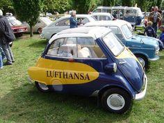 Eine alte Isetta im Lufthansa Design am 14.09.08 im Frankfurter