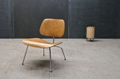 USA, c.1950s. Vintage Charles and Ray Eames for Herman Miller, Bent Plywood Mid-Fifties Production. Very Good Vintage Condition.