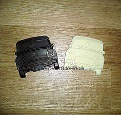 Voitures de chocolat (dans le style de Mini Cooper). Simple à faire avec le 5 voitures moule en silicone de www.maisonnettedemichelle.com   Le moule peut également être utilisé avec Fimo, la pâte de polymère, une résine, biscuits, bonbons etc ...