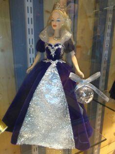 Puppenmuseum in St Wolfgang Austria Prom Dresses, Formal Dresses, Audrey Hepburn, Austria, Elsa, Disney Princess, Disney Characters, Fashion, Dresses For Formal