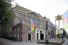 Het Joods Historisch Museum is een modern museum over het jodendom, dat is gevestigd in vier monumentale synagogen bij het Waterlooplein.