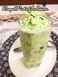 Falooda - Royal Pista is one of my most favorite drink. Well, who can't fall in love with Falooda. I'm sure anyone who has ever tasted it would be a big big fan of it. Whenever this delicious drink i… Indian Dessert Recipes, Indian Sweets, Indian Recipes, Indian Snacks, My Recipes, Cooking Recipes, Recipies, Burger Recipes, Sweet Recipes