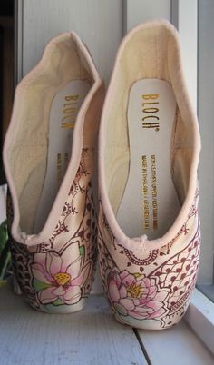 Mehndi Pointe Shoe Hand Dyed and Painted by KiteFlyerArt on Etsy