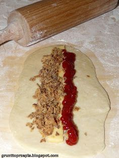 GRUNT TO PRZEPIS!: Czosnkowe bułki z parówką i ketchupem Ketchup, Hot Dogs, Mashed Potatoes, Ethnic Recipes, Food, Whipped Potatoes, Smash Potatoes, Essen, Meals