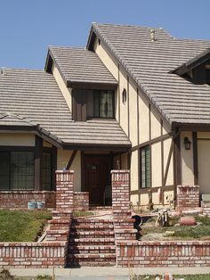 Identical angle to the one where Craig T. Nelson is in front of the famous house from the movie Poltergeist. No strobe lights this time, and some new brick work in the front yard. This picture was taken 25 years later, by me! Like and Pin it good http://www.realestatemotivatedbuyers.com