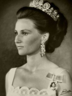 Queen Sonja of Norway wearing Queen Josefina's Diamond Tiara.  The tiara adorned various Danish royal heads until it was gifted to Louise's granddaughter, Princess Märtha of Sweden, who married Crown Prince Olav of Norway in 1929. Märtha died before she could become queen of Norway herself, but her daughter-in-law, Queen Sonja, wears Josefina's diamond tiara on a regular basis these days.