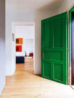Lisa Mende Design: My Top 8 Favorite Emerald Green Paint Colors - Perfect Paints Portfolio. Seaweed Green for Table. Green Front Doors, Painted Front Doors, Front Door Colors, Bungalow, Green Paint Colors, Jewel Colors, Bedroom Green, Nordic Design, Scandinavian Home