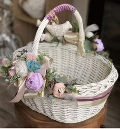 Flower Basket, Flower Pots, Easter Baskets, Gift Baskets, Balloon Decorations, Halloween Decorations, Decor Crafts, Diy And Crafts, Basket Crafts