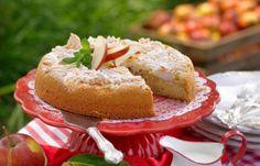 Ljuvlig mjuk äppelkaka med seg maräng ovanpå. God med vaniljsås eller vaniljglass!
