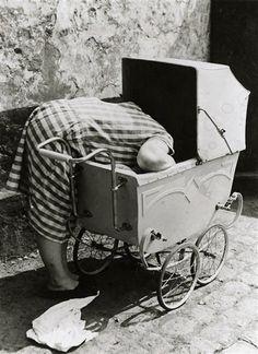 Femme au landau, 1930 (Friedrich Seidenstücker)