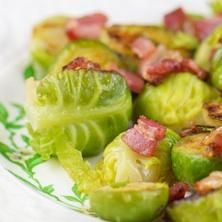 bethenny frankel brussel sprouts --- minus the bacon though Side Recipes, Vegetable Recipes, Vegetarian Recipes, Healthy Recipes, Side Dishes Easy, Vegetable Side Dishes, Skinny Girl Recipes, Sprout Recipes, Food Combining