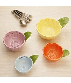 Floral Measuring Cups - I don't think I would like using them but they are so sweet :) Personalized Mother's Day Gifts, Cooking Ingredients, Kitchen Collection, Kitchen Items, Kitchen Carts, Cupping Set, Fruit Recipes, Measuring Cups, Fresh Fruit