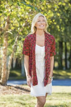 This free knitting pattern is perfect for those color lovers looking for a photo-worthy knit cardigan to show off. You can make your own Color Lovers Knit Cardigan by following this free knitting tutorial with instructions for multiple sizes.