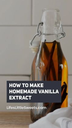 How to Make Homemade Vanilla Extract - You can make the most amazing, aromatic, vanilla extract right at home. It's less expensive than store bought and it makes a wonderful edible gift! Homemade Food Gifts, Diy Food Gifts, Homemade Sauce, Homemade Cookies, Homemade Kahlua, Gifts For Cooks, Gag Gifts, Vanilla Extract Recipe, Vanilla Bean Cheesecake