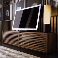 Idea per il subwoofer sotto il televisore Floating Entertainment Center, Diy Tv Stand, New Homes, Minimalist, Home Appliances, Cabinet, Interior Design, Living Room, House