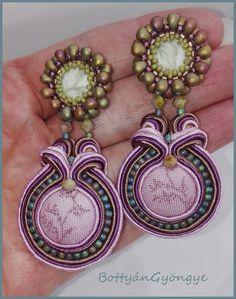 Őszi virág - sujtás fülbevaló  / Autumn flowers - earrings soutache Soutache Earrings, Drop Earrings, Gerbera, Charmed, Bracelets, Jewelry, Fashion, Moda, Jewlery