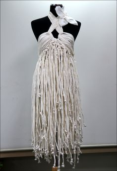 toilet paper dress by What About Strips of tshirts or sheets ~SIDsound on deviantART Paper Fashion, Fashion Art, Fashion Show, Fashion Design, Paper Clothes, Diy Clothes, Paper Dresses, Halloween Karneval, Recycled Dress