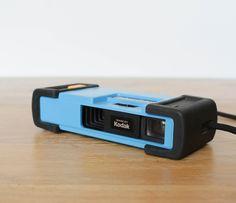Petit appareil photo Kodak pour Fisher Price de 1984, fabriqué aux États Unis. leshappyvintage.fr