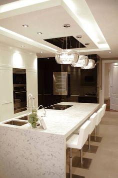 Piso sarria cocinas de estilo clásico de tinda´s project s. clásico in 2020 Kitchen Ceiling Design, House Ceiling Design, Ceiling Design Living Room, Kitchen Room Design, Kitchen Cabinet Design, Modern Kitchen Design, Home Decor Kitchen, Interior Design Kitchen, Best Kitchen Layout