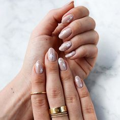 Try some of these designs and give your nails a quick makeover, gallery of unique nail art designs for any season. The best images and creative ideas for your nails. Nude Nails, Acrylic Nails, Black Nails, Zebra Nails, Marble Nails, Gel Nail, Nail Art Cute, Neutral Nail Art, Natural Nail Designs