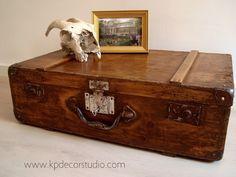Maleta antigua de madera Ref. M21 ** Old wooden suitcase