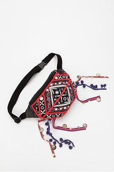 Morello Morello Johnson ~ I think I will make these for us for Bonnaroo! Festival Camping, Boho Festival, Festival Outfits, Festival Fashion, Festival Bags, Festival Dress, Hip Purse, Brighton Purses, Wallet With Coin Pocket