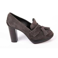 Astonishingly gorgeous and exquisite, Authentic, brand new Tod's ladies pump All Tod's Men's Belts are - off. Pump Shoes, Women's Pumps, Shoes Heels, Tods Shoes, Discount Perfume, Work Chic, Casual Heels, Designer Heels, Leather Mules
