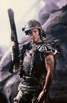 Michael Biehn as Corporal Dwayne Hicks in Aliens Alien Film, Alien 2, Predator Alien, Aliens Colonial Marines, Aliens 1986, Aliens Movie, Xenomorph, Gi Joe, Man In Black