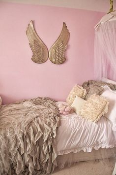 Im not a little girl but I'd like this in my bedroom.. :)