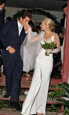 Slip Wedding Dress, Minimal Wedding Dress, Wedding Dress Styles, Wedding Gowns, John F. Kennedy Jr, Carolyn Bessette Kennedy, Carolyn Bessette Wedding Dress, How To Style Bangs, Celebrity Weddings