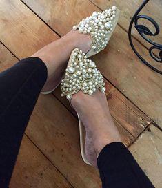 Mens Fashion Shoes, Fashion Boots, Pearl Shoes, Embellished Shoes, Shoe Art, Hot Shoes, Pretty Shoes, Ciabatta, Luxury Shoes