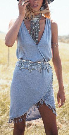 Boho Look | Bohemian boho style hippie chic bohème vibe gypsy fashion indie folk the 70s | Tassel wrap dress