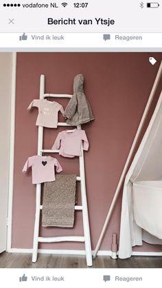 Oud roze babykamer Merle Baby Bedroom, Girls Bedroom, Our Baby, Baby Love, Kids Decor, Home Decor, Little Girl Rooms, Wall Colors, Girl Nursery