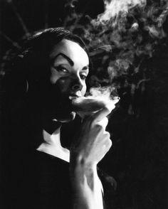Vampira. Drinking smoke.
